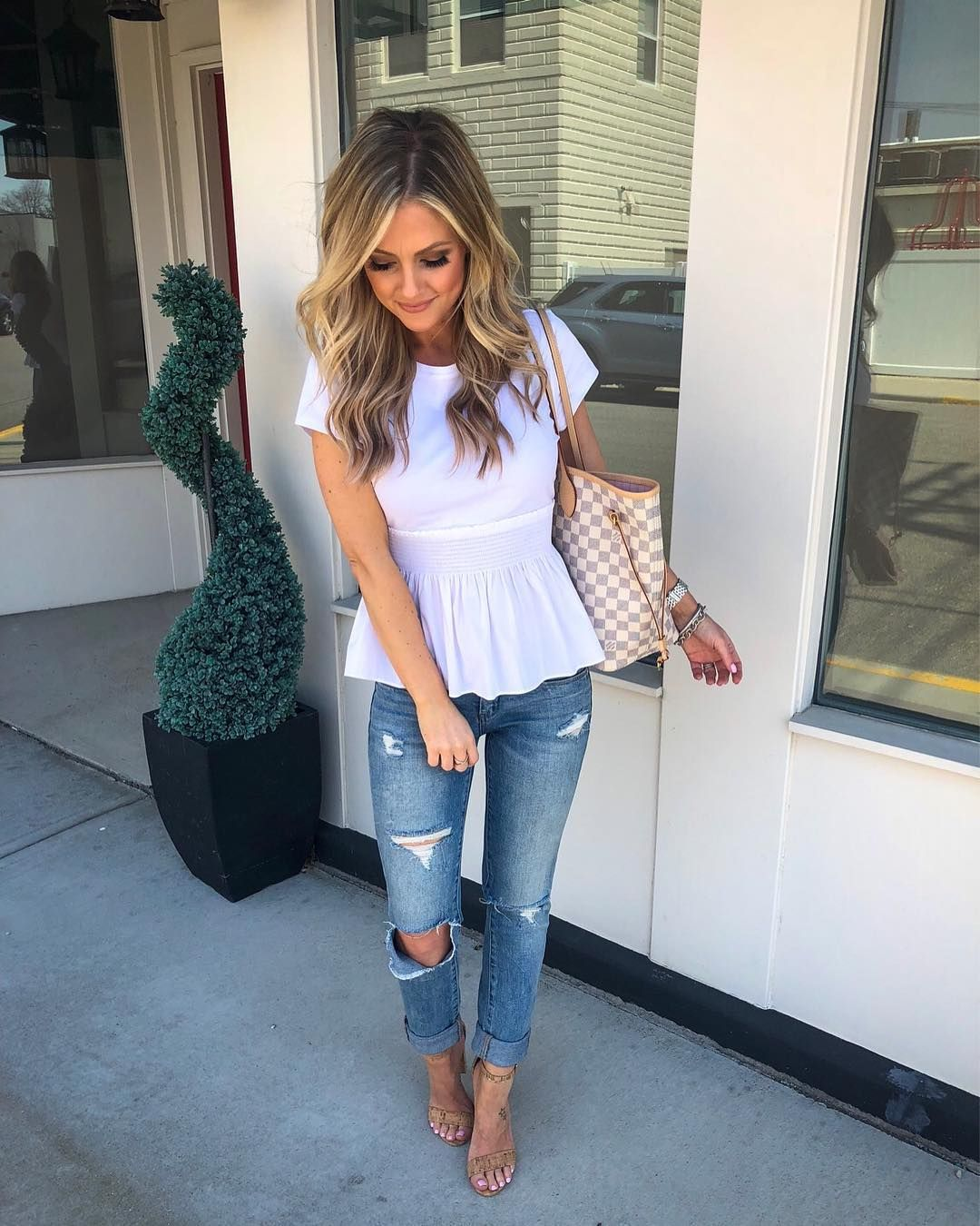 f912d9d7d5 What an effortless chic outfit. A peplum top is the perfect way to make  everyone