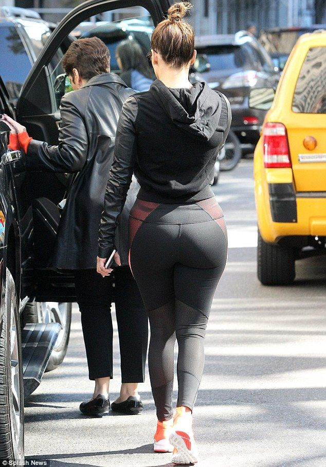 Jennifer Lopez flaunts her famous derriere in skin-tight leggings to take  her mother Guadalupe and sister Lynda shopping in New York