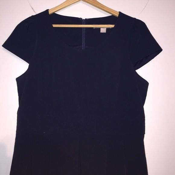 Dress Navy blue dress structured with pleats WORN ONCE Forever 21 Dresses