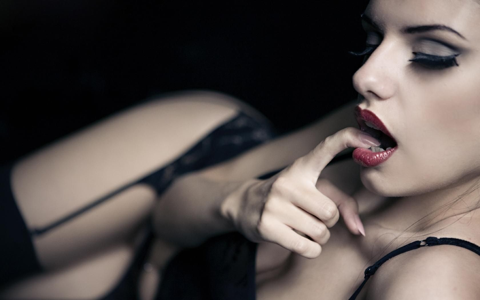 #hot #kiss #love #girl #sexy