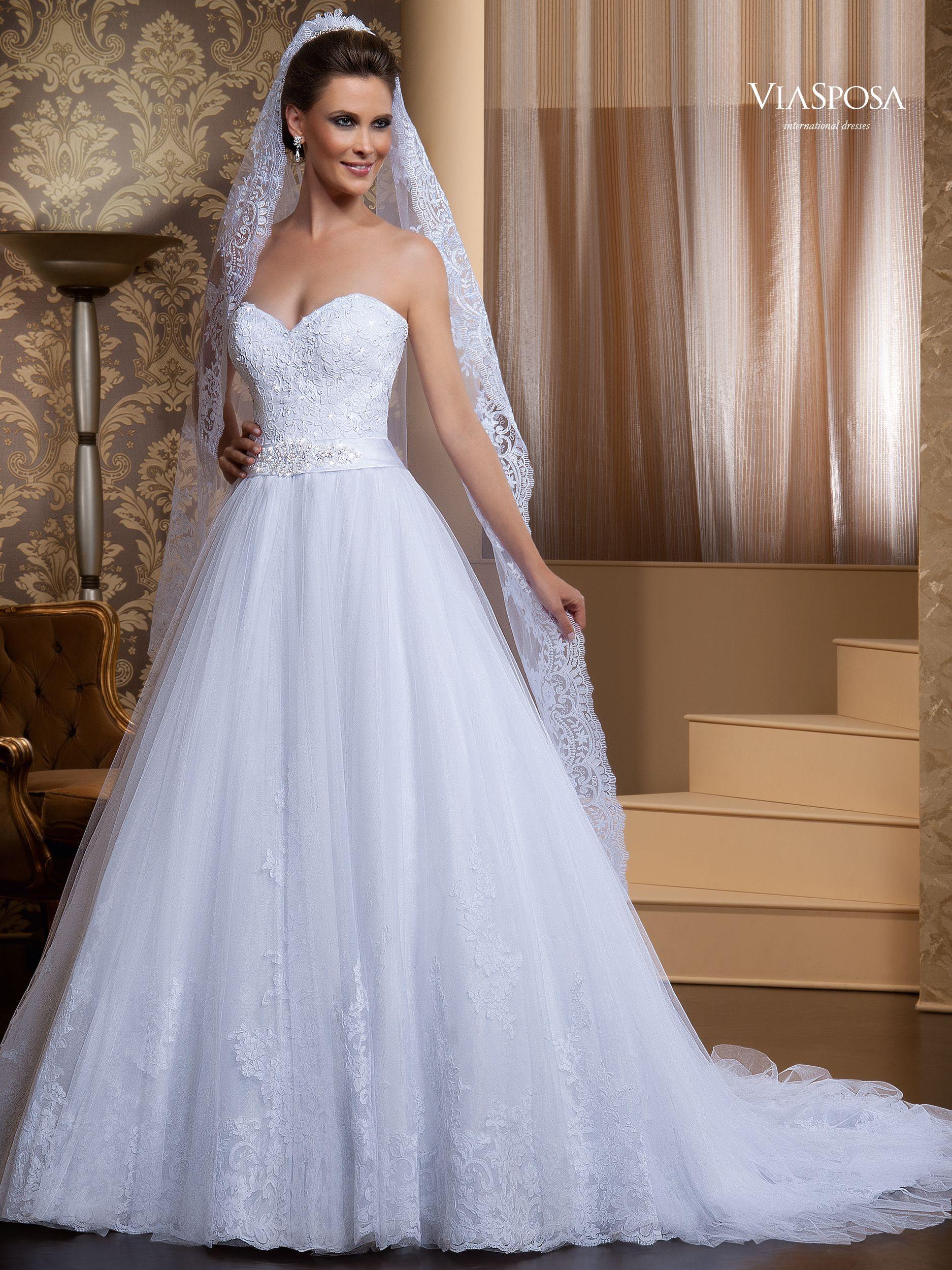 White and blue wedding dresses  Com que véu eu vou  Noiva Sortuda  Hochzeit  Pinterest  Wedding
