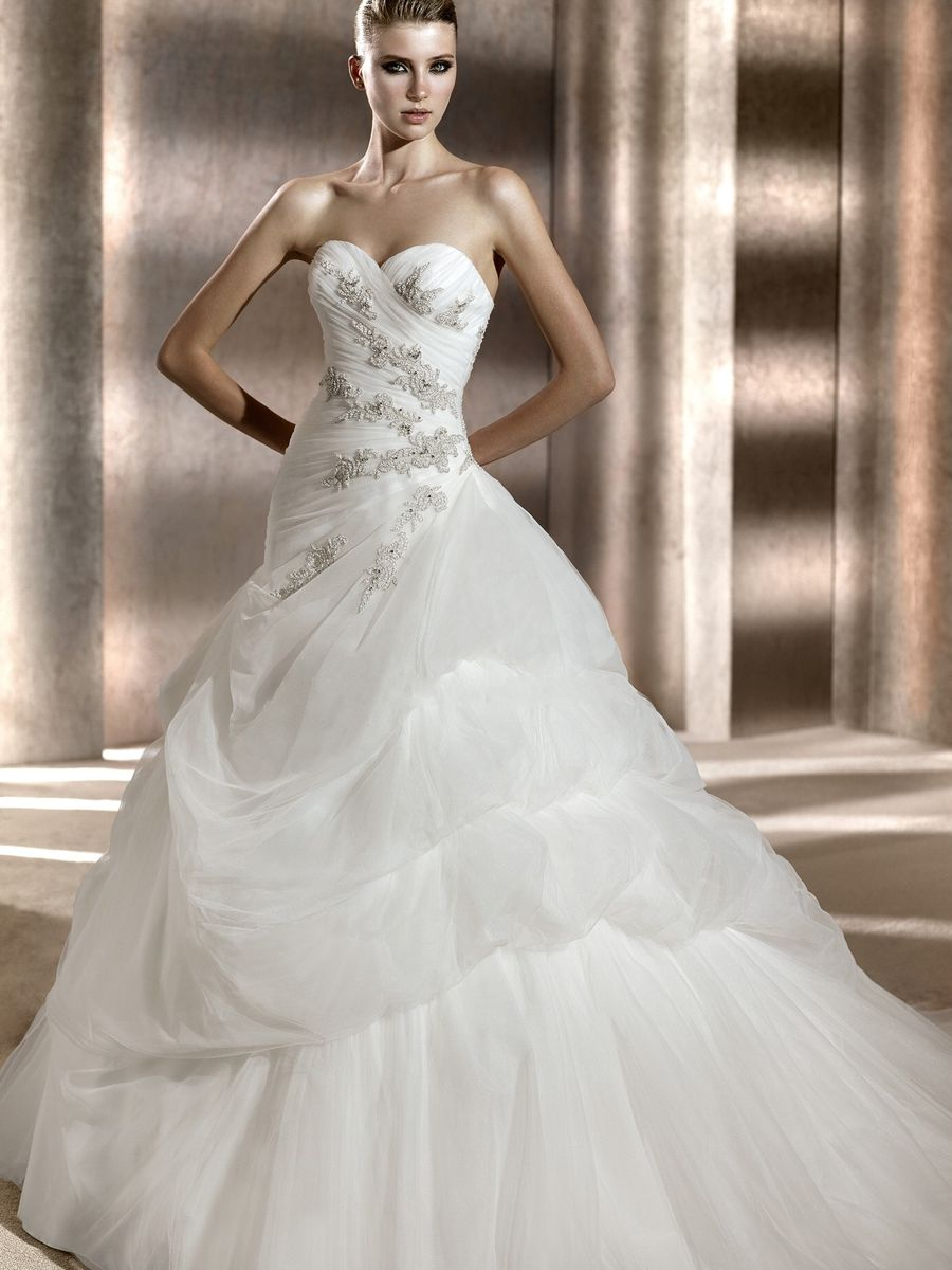 Asymmetric Strapless Sweetheart Neckline Dropped Waist Full length A-line Wedding Dress with Charming Train