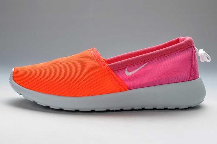Mujeres Nike De Color Rosa Roshe Ejecutar Resbalón En Los Zapatos Formadores barato nueva llegada Colorido X8J6f3Sx