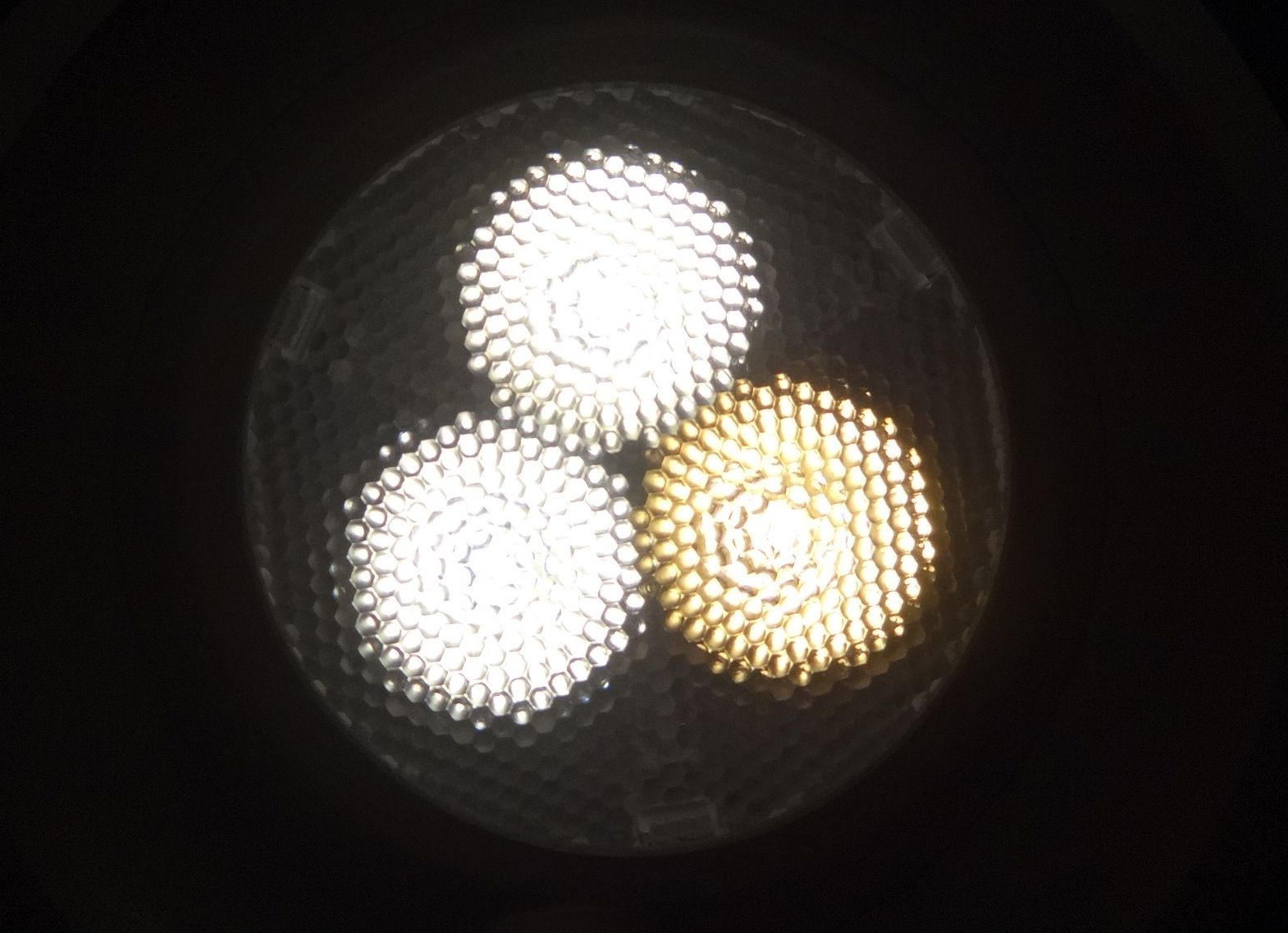 From Japan : 2neutral + 1warm white in the same #LED spot (only 10mm) NO DOUBT, the best light for luxury products