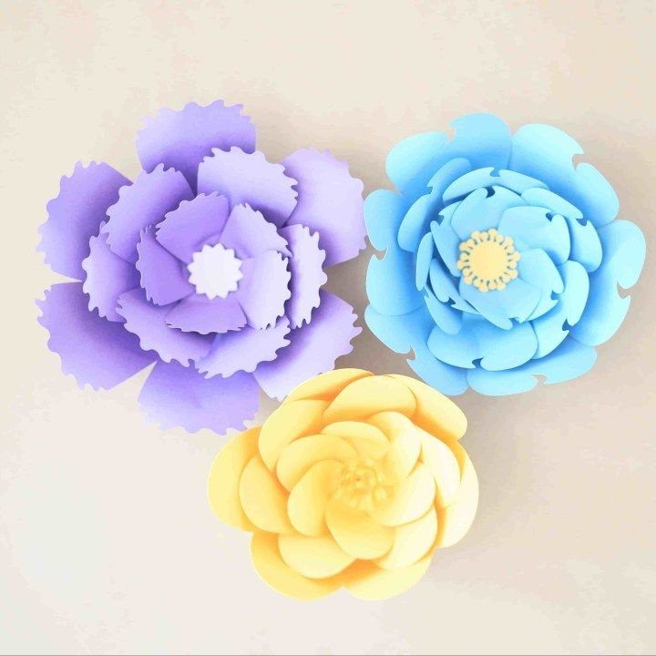 9 Giant Paper Flower with Fun Centers #crepepaperroses