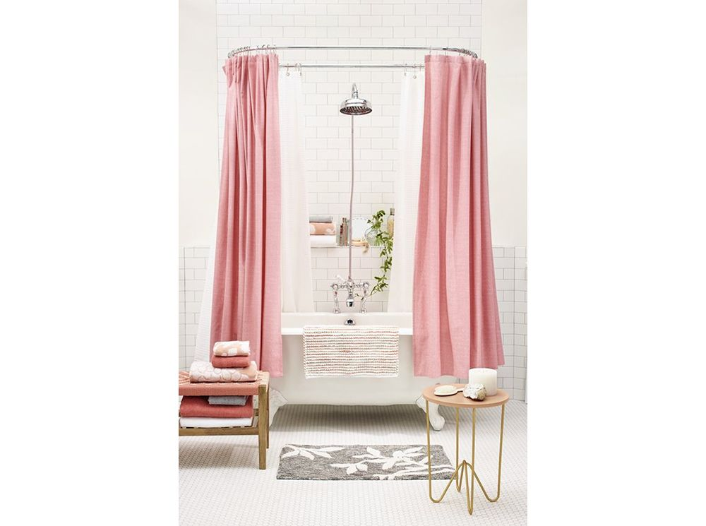 Vasca Da Bagno Rosa : Vado a vivere da sola bagno vasca fuori terra tenda rosa bad
