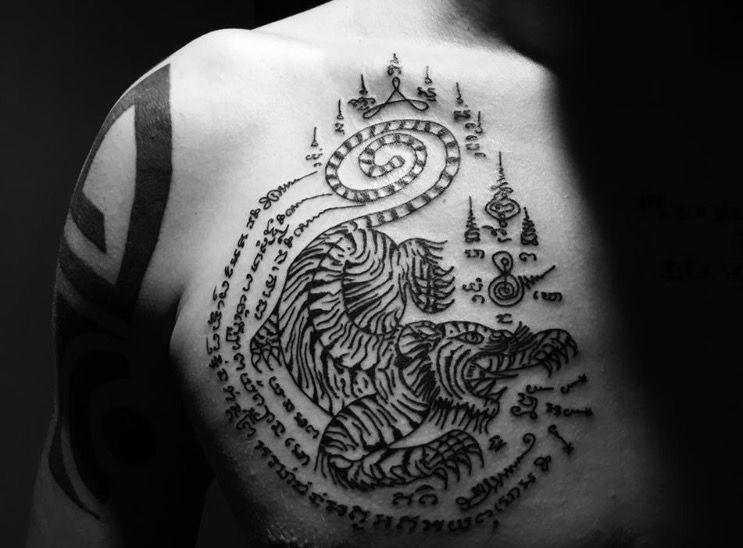 tatouage bouddhiste sak yant sak yan tatouage tattoo bouddhiste magiqu sak yant. Black Bedroom Furniture Sets. Home Design Ideas