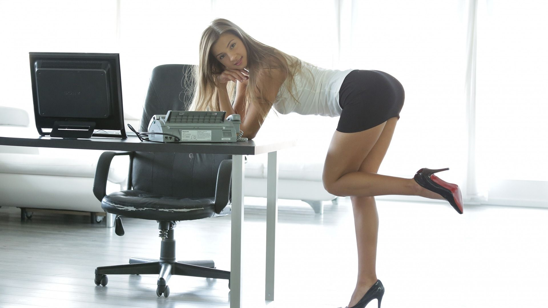 Девушки в офисе в юбке, русский эротический видеочат перед вебкамерой смотреть онлайн