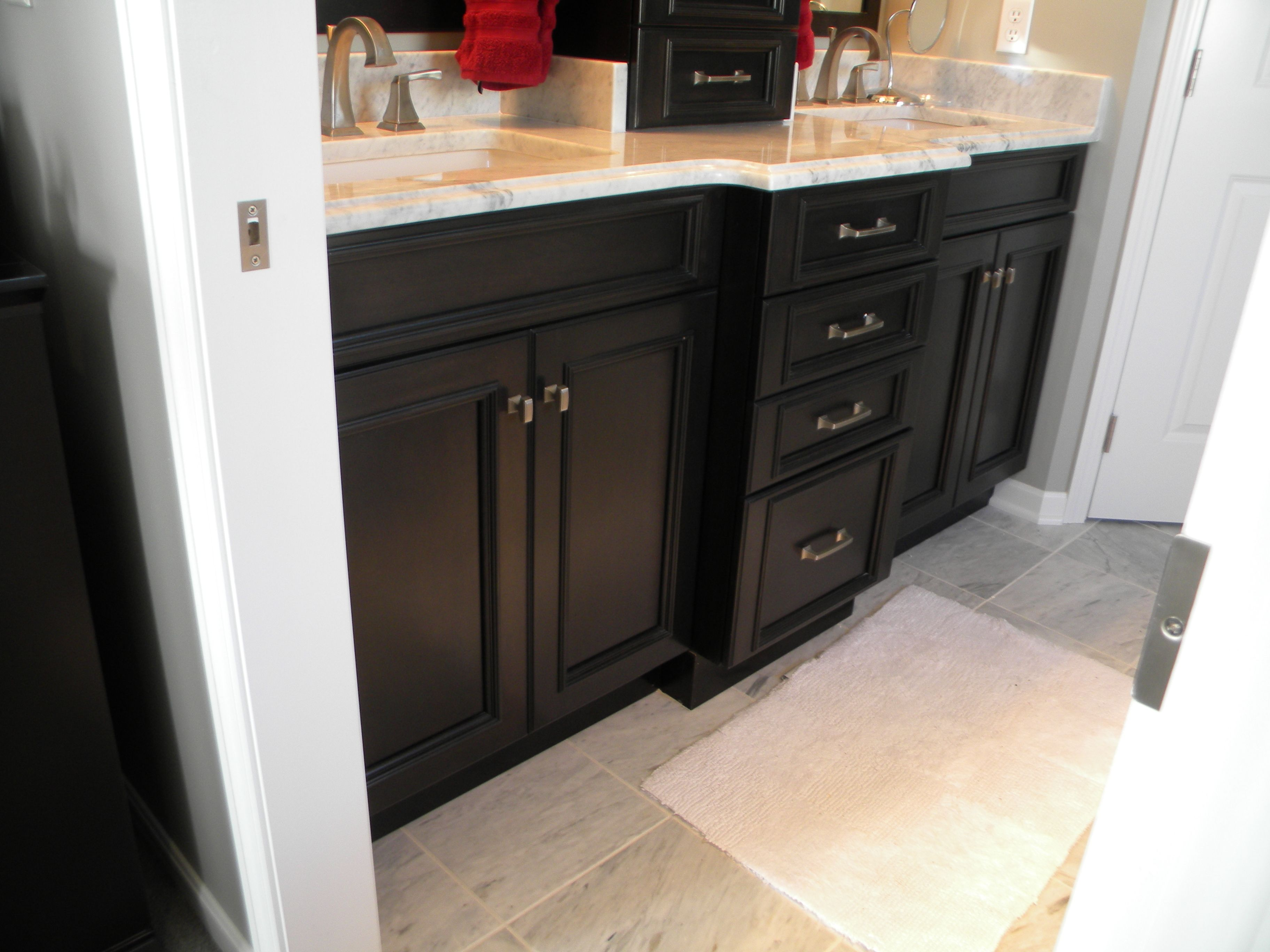 Holiday Kitchens Cabinets In A Knight Finish With Lincoln Door Style Dream Baths Columbus Ohio Bathroom Remodeling