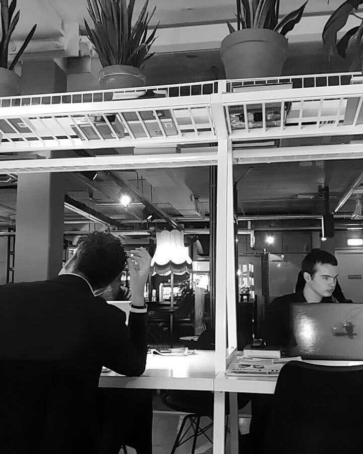 Men at work #likeback #like4like #lfl #tapfortap #taptap #followme #follow #men #work #suit #tie #suitcase #restaurant #rotterdam #memories #blog #belgian #french #student #station #vintage #couple by takeatime