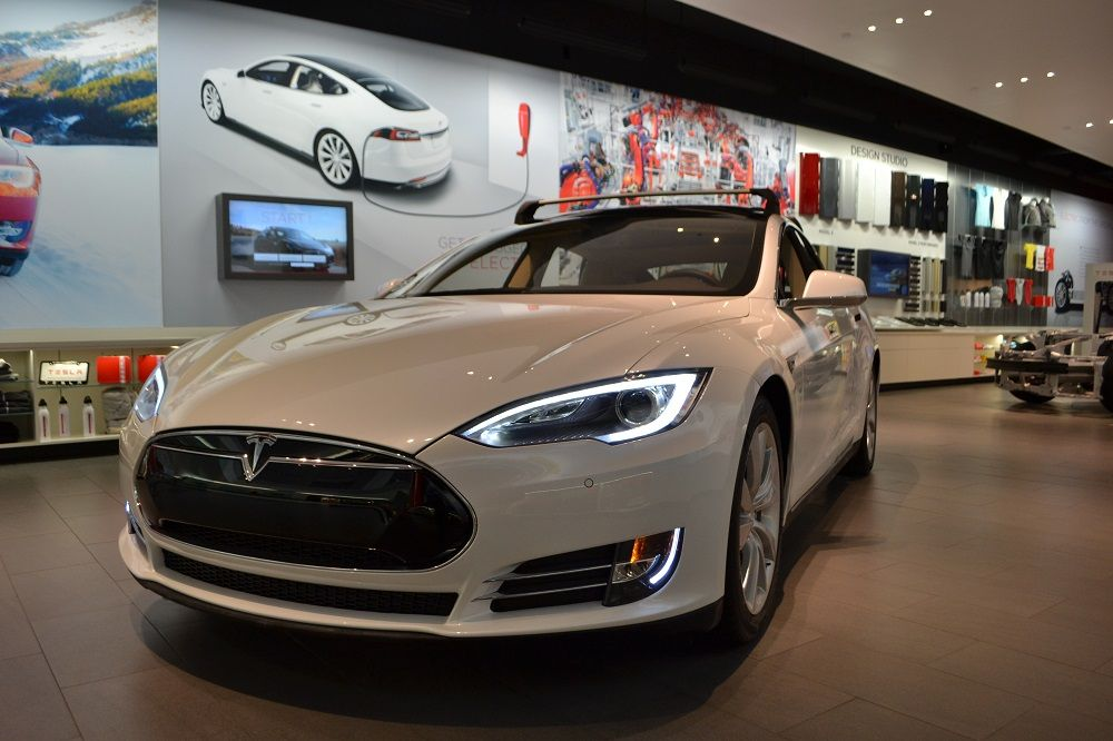 Luxury Automakers Watching The Tesla Sales Strategy