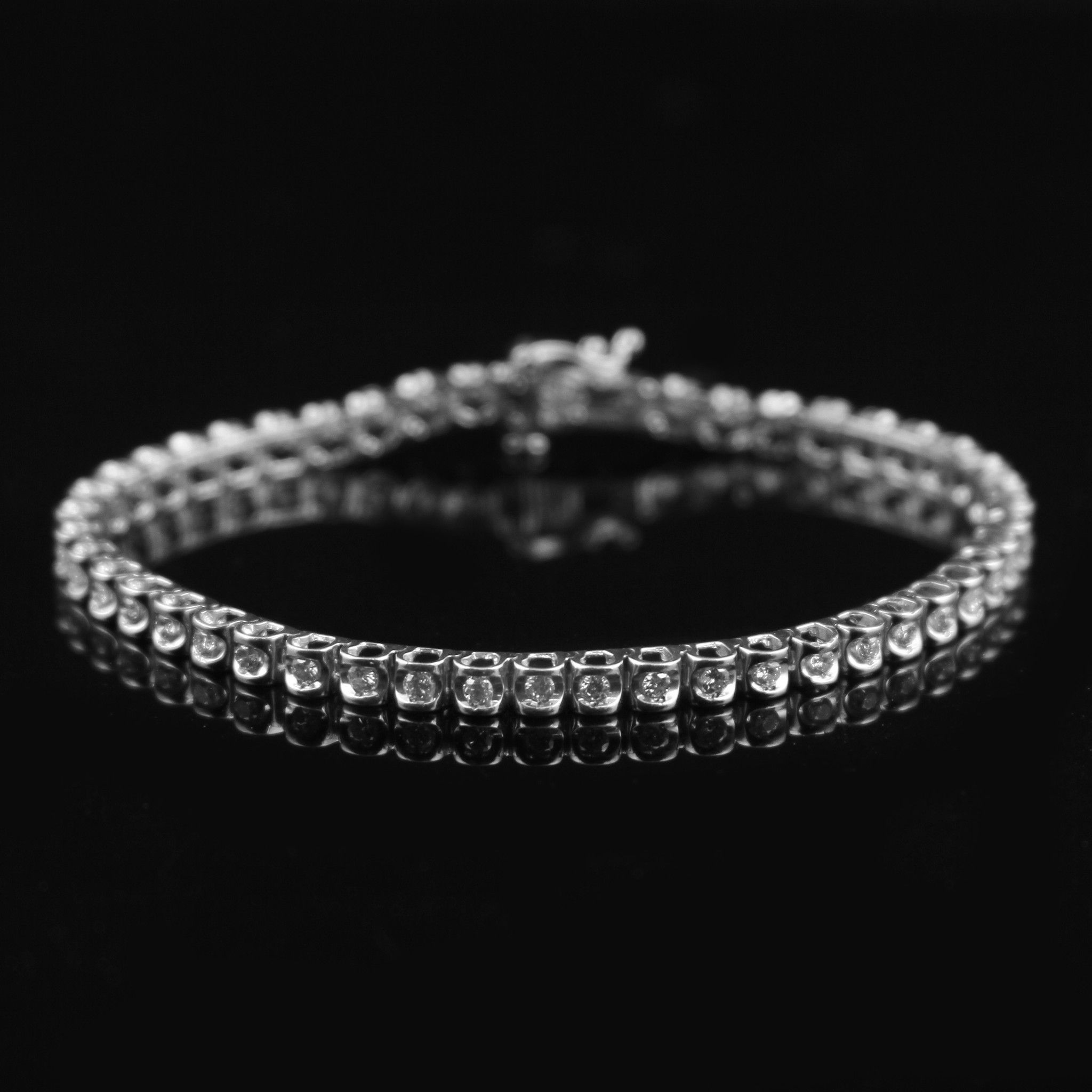 Beautiful carat round diamond tennis bracelet in k white gold