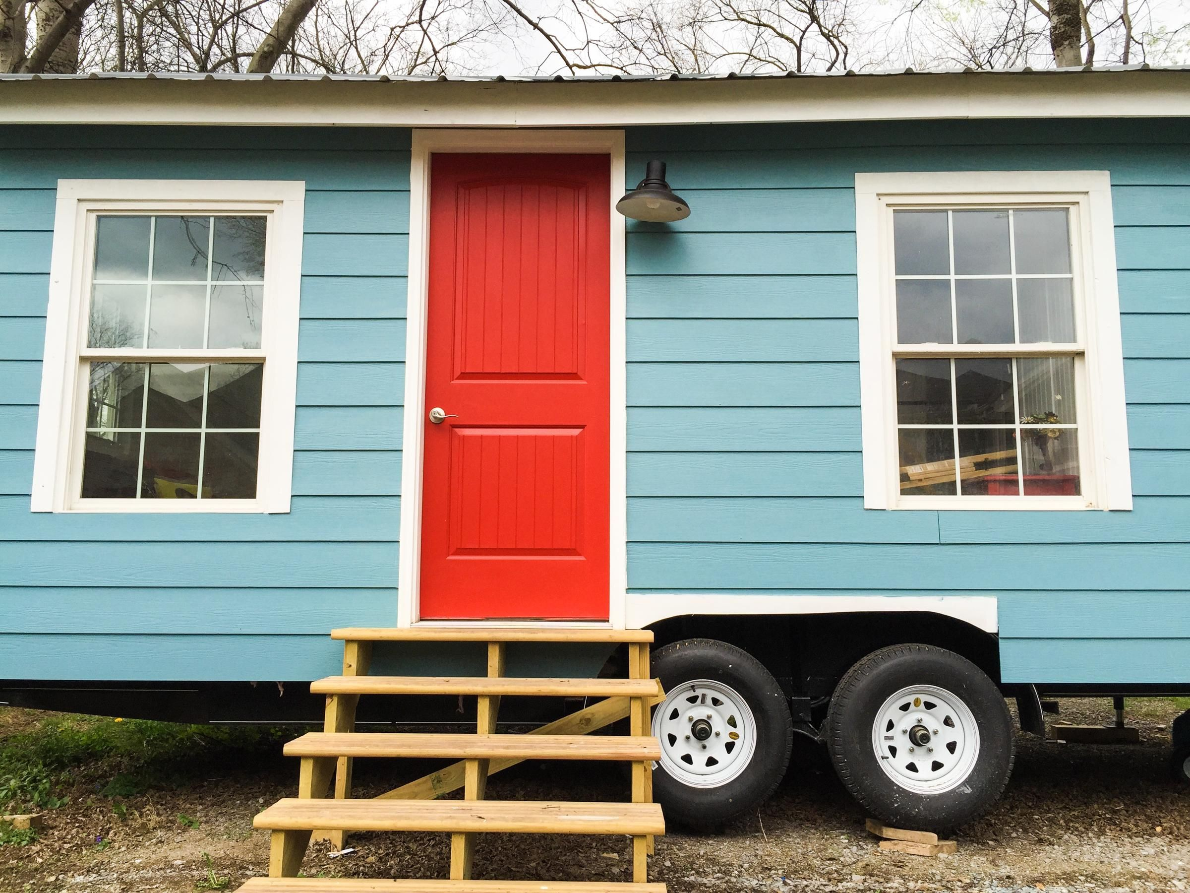 tiny turquoise house portable tiny homes tiny house swoon tiny house tiny house exterior. Black Bedroom Furniture Sets. Home Design Ideas