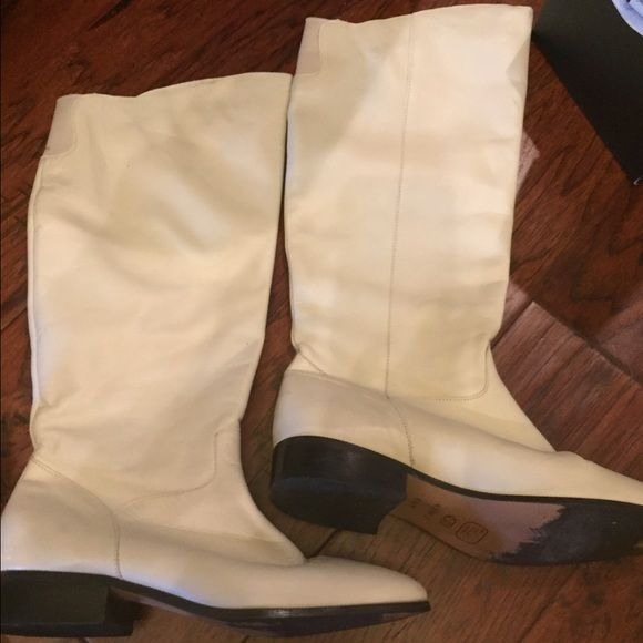 Leather Riding Boots Gorgeous cream white colored boots great condition Shoes Winter & Rain Boots