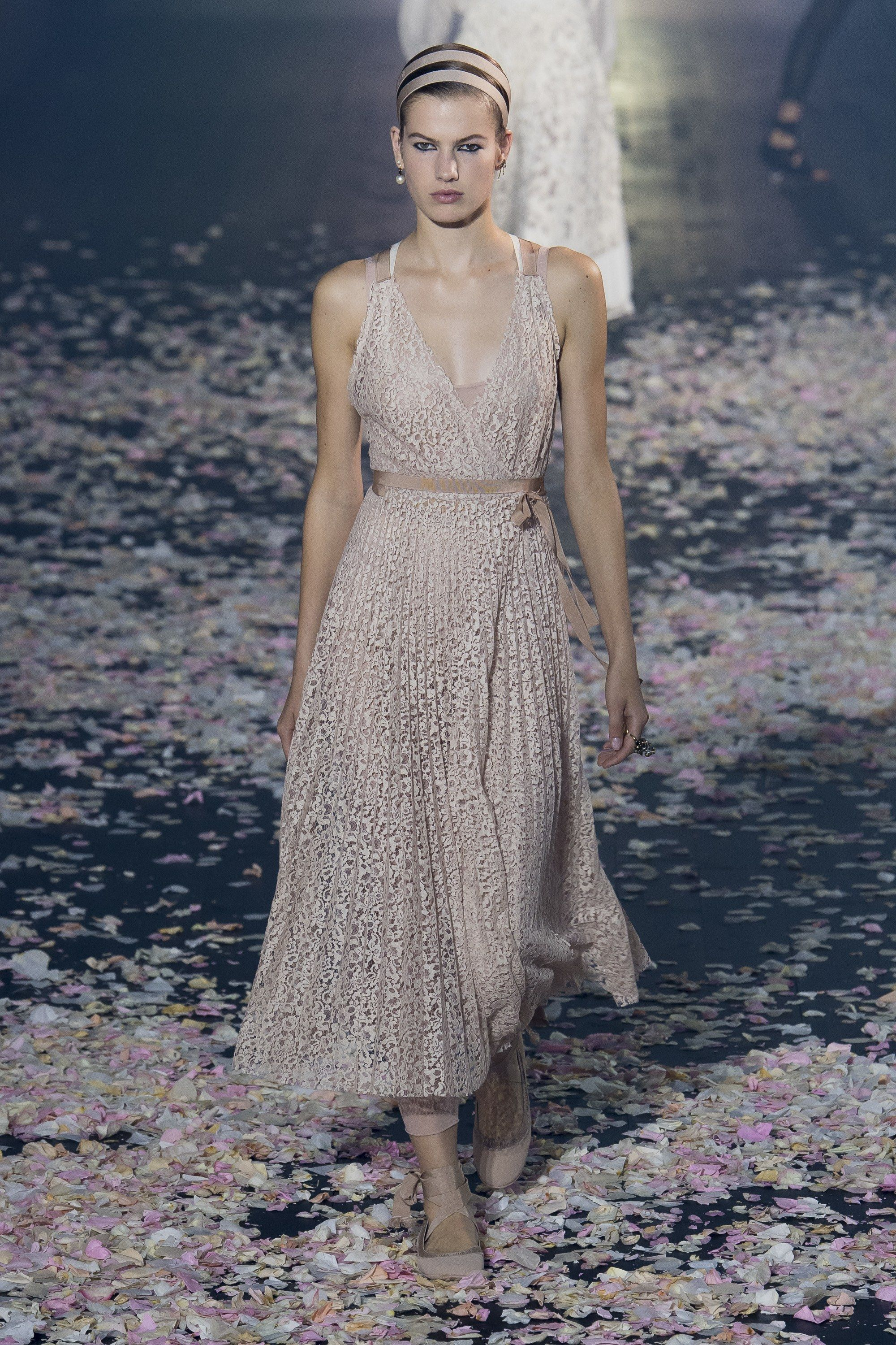32dfc3f0ef Christian Dior Spring 2019 Ready-to-Wear Collection - Vogue