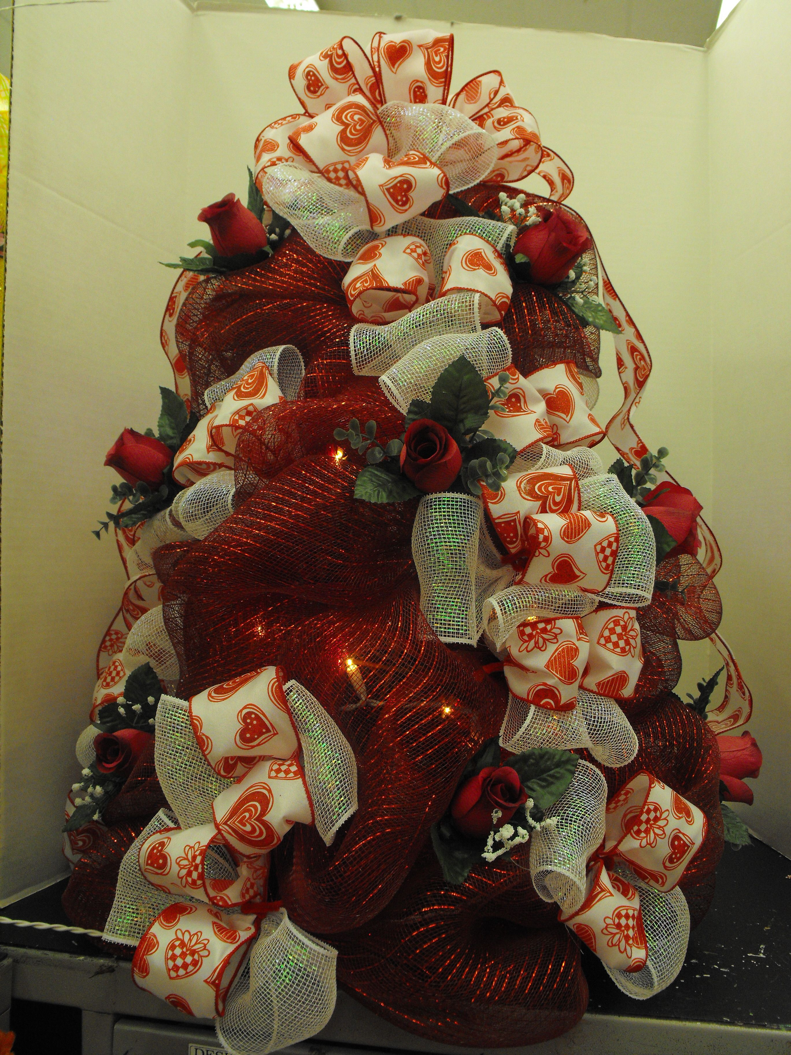 Red & White Valentines Mesh Tree w/Lights (With images