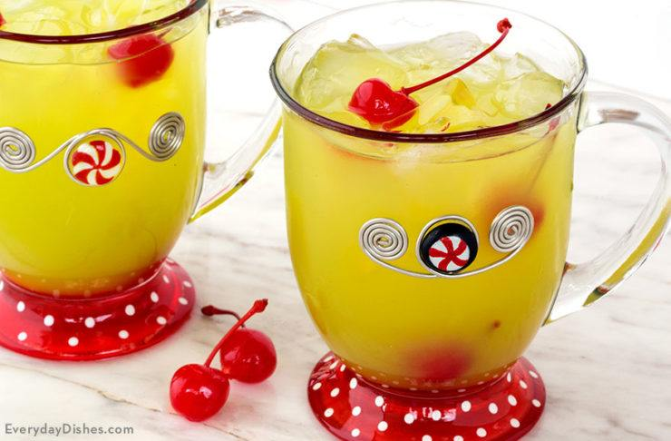 Grinch punch recipe perfect for the holidays with green and red #grinchpunchrecipe