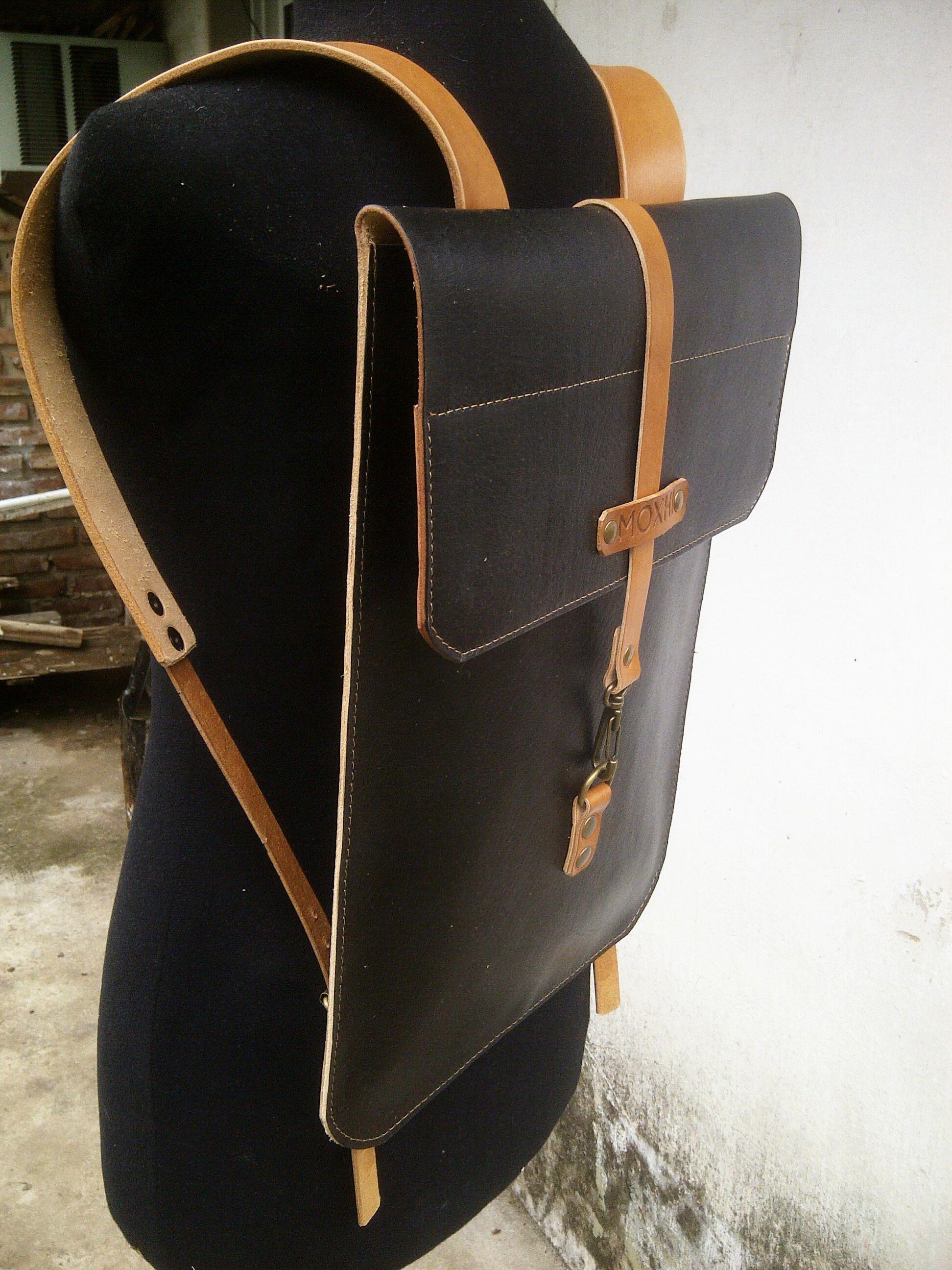 80bdb9aaee69 Slim leather backpack Мужской Рюкзак, Кожаные Изделия Для Мужчин,  Аргентина, Рюкзаки