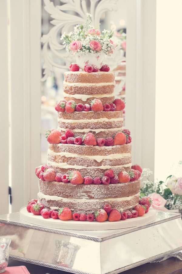 How To Decorate A White Wedding Cake With Four Layers
