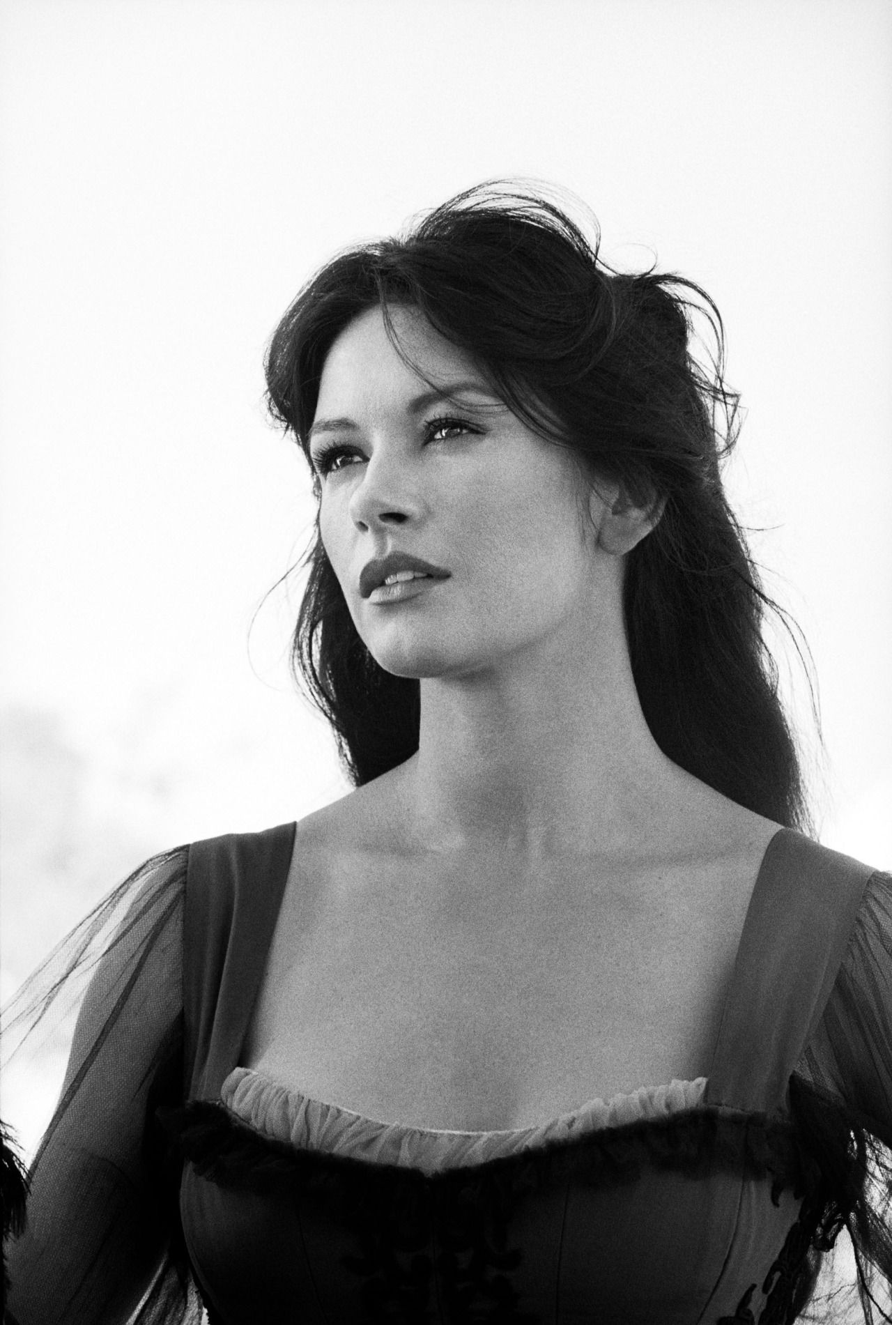 Catherine Zeta Jones – On the set of 'The Mask of Zorro'