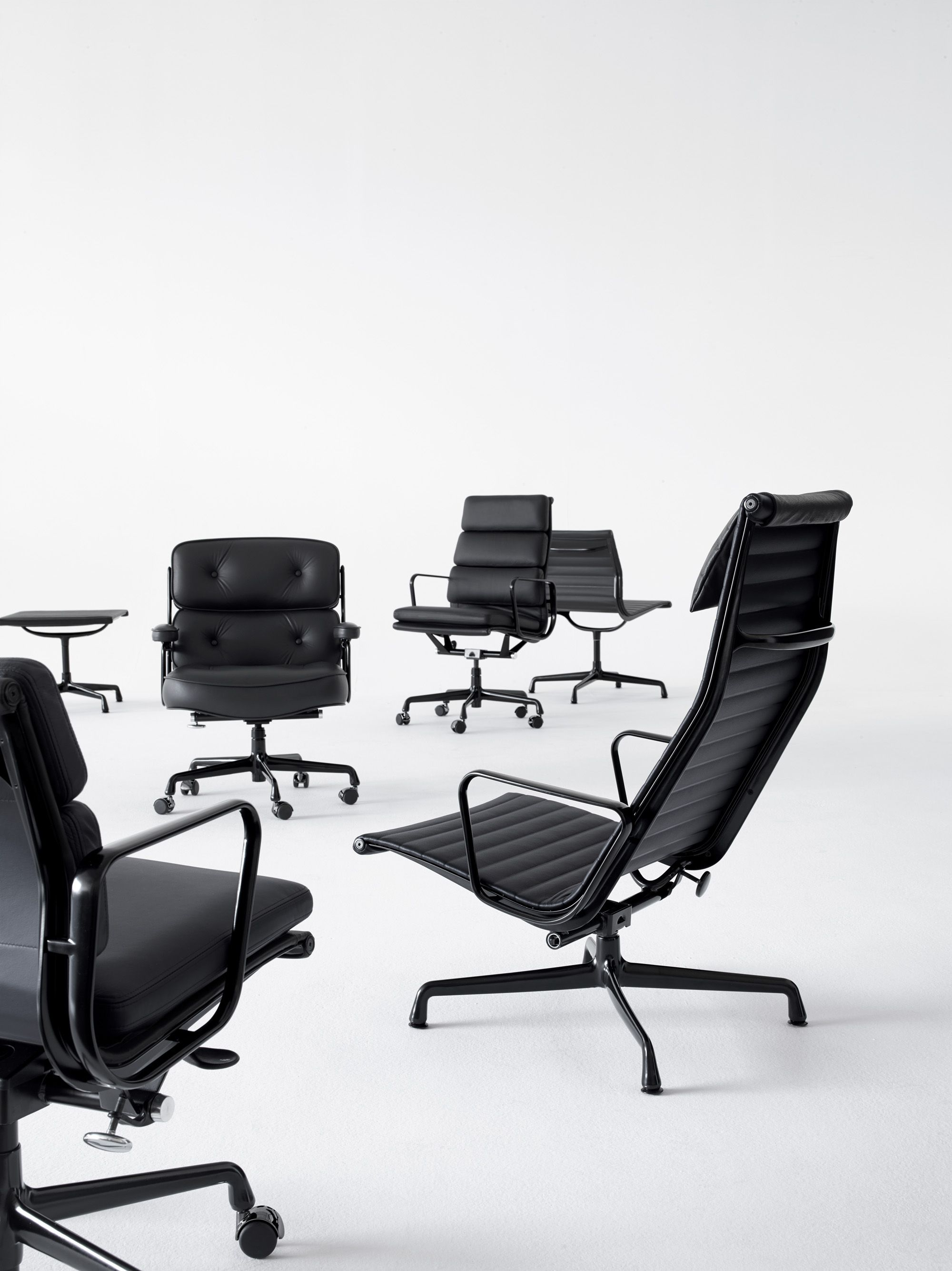 Eames In Black Pin It Design Mundodascasas See More Here Www Mundodascasas Com Br Eames Office Chair Office Chair Design Chair Design