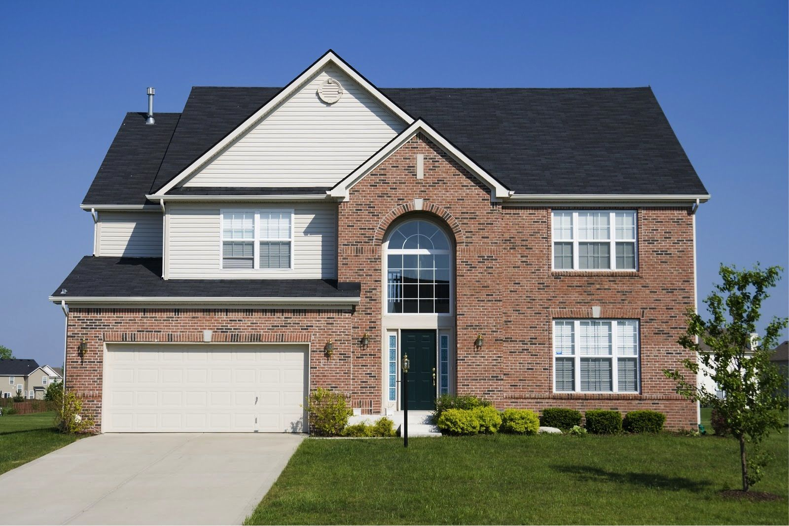 Comparing The Quality And Costs Of Siding Modernize Suburban House House Residential House