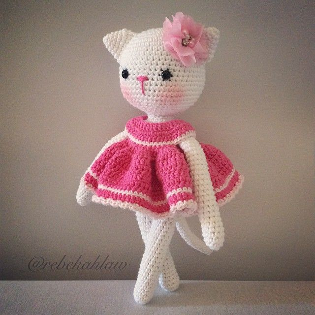 Available tonight (along with a doll) via my FB page (link in profile) #crochet #crochetcat #cat #amigurumi #handmade #madebyme #keepsake