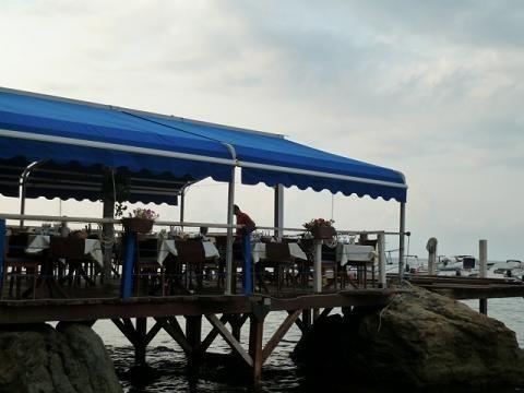 Scilla: étterem a tengeren/restaurant on the sea