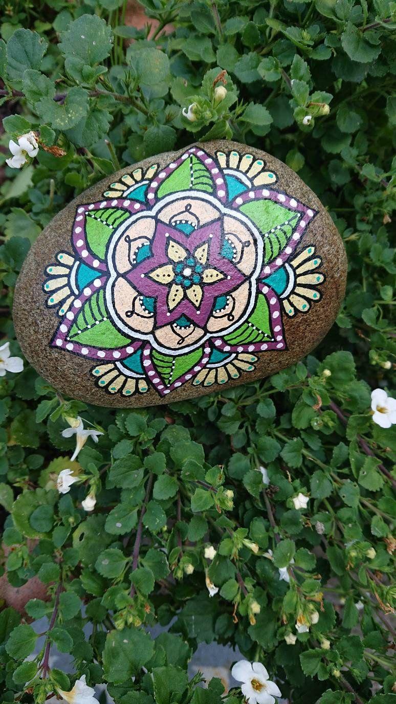 Mandalablüte auf Stein - Handbemalt- Einzelstück #schönegärten