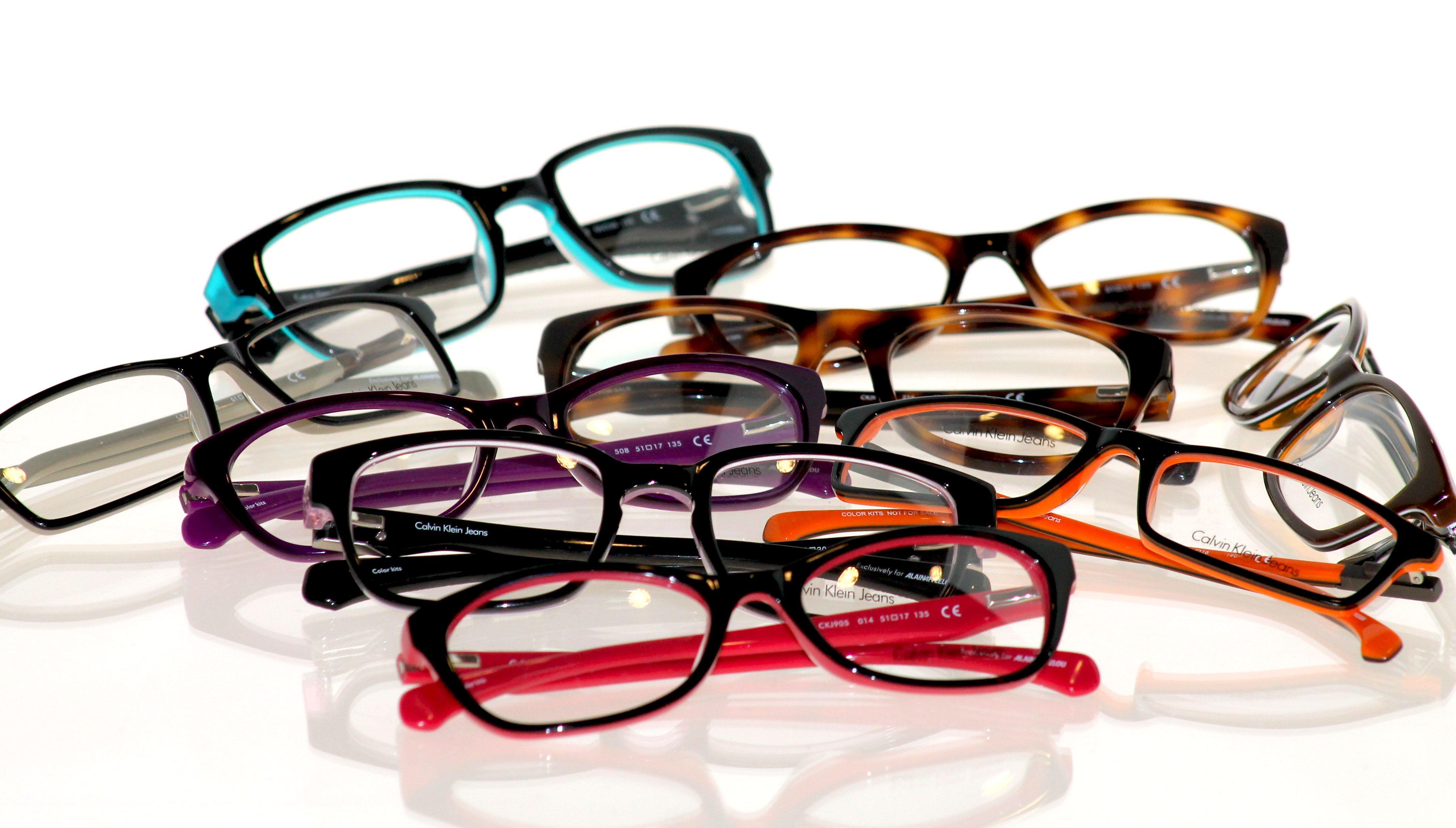 bde6180f17 Colección exclusiva de #gafas graduadas #Calvin Klein Jeans para #Alain  Afflelou, compuesta por 10 modelos (22 referencias) en acetato y metal.