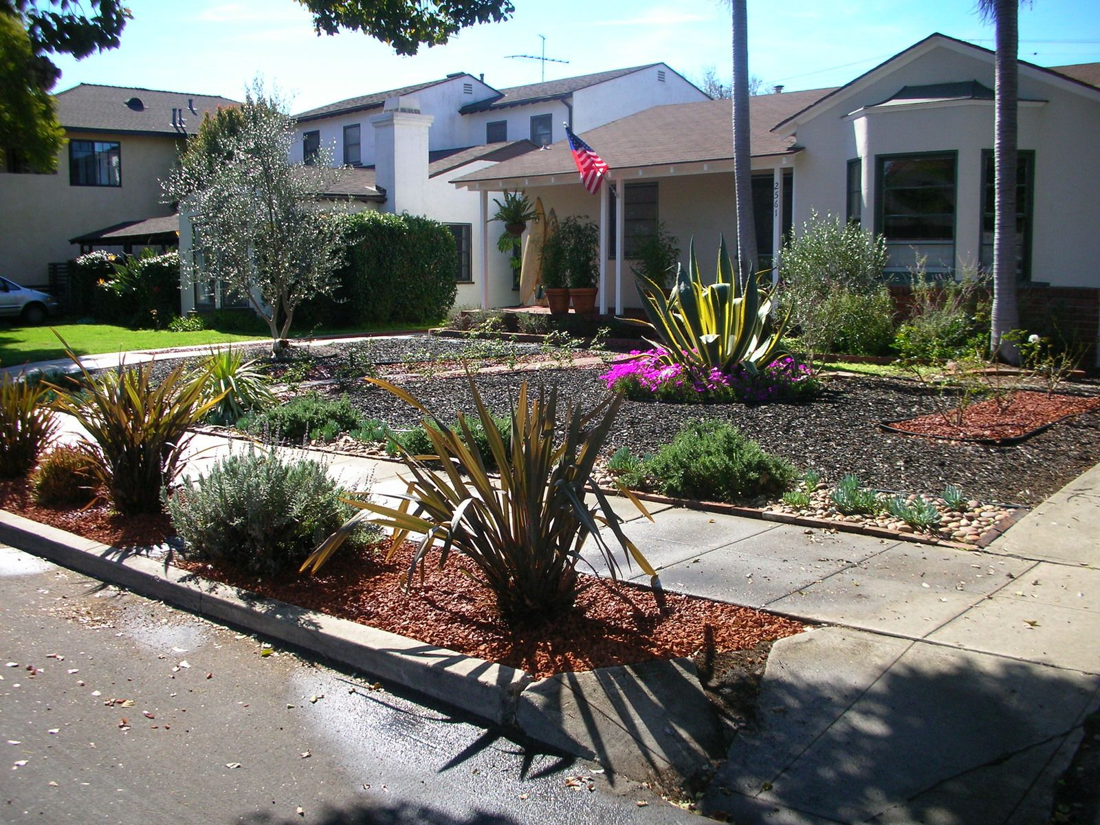Low maintenance front yard landscaping mar vista green for Low maintenance backyard