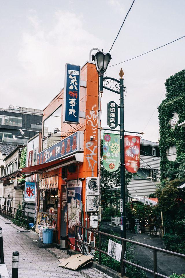 44eb144f4fa934 Vintage Street Fashion · Vintage Stores · TOKYO SHOPPING GUIDE Tokyo Streets,  City Streets, Cute Coffee Shop, Tokyo Travel Guide