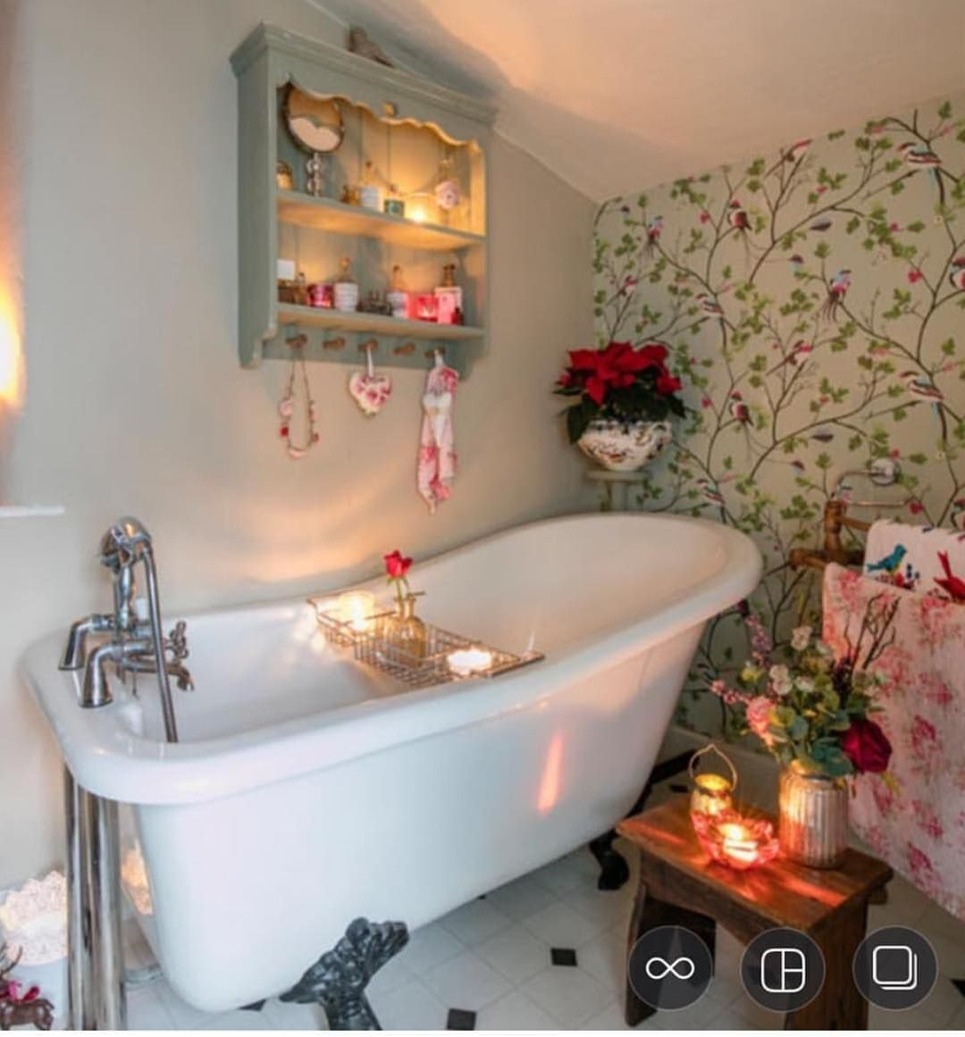 Night Night Everyone A Lovely Soak In The Bath Then Bed This Was One Of The Pics When Bumble B Trendy Bathroom Designs Bathrooms Remodel Vintage Bathrooms