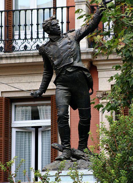 Teniente Jacinto Ruiz Por Mariano Benlliure Plaza Del Rey Madrid By Carlos Viñas Via Flickr Sculpture Poses Madrid