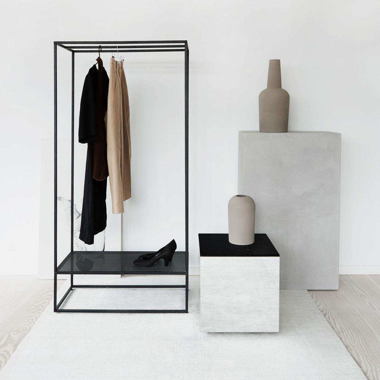 Grid Garderobe Schwarz Kristina Dam Studio Pure Formen