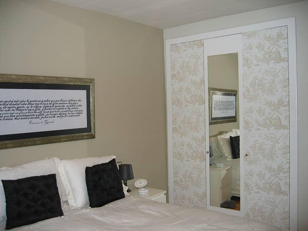armario forrado con papel pintado e idea para un cabecero
