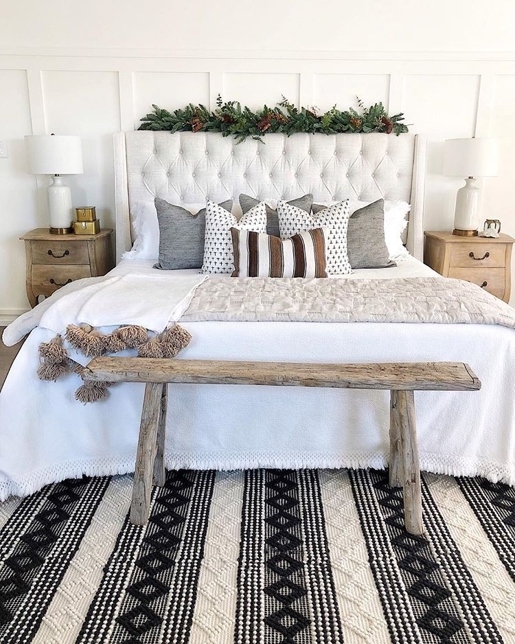 A Bathroom Of Our Dreams The Black And White Colors Make A Stunning Combo Via Andrea Magnolia Bedroom Bedroom Decor Cozy Christmas Decorations Bedroom