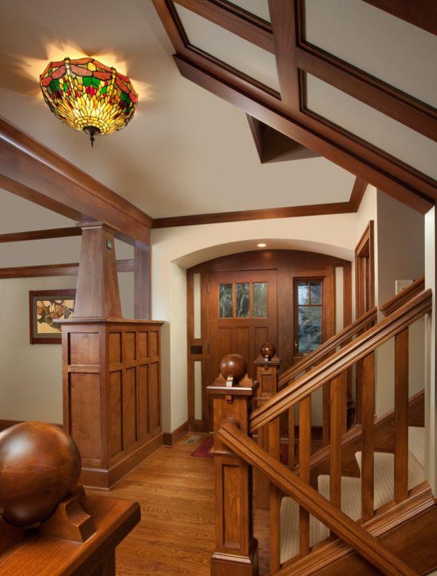 Craftsman bungalow interiors craftsman interior for Cottage style interior trim