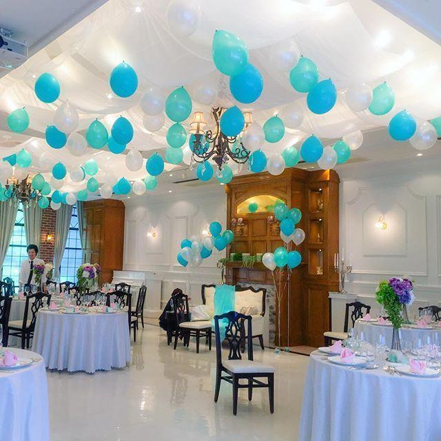 パーティ会場装飾 バルーンガーランド 天井をバルーンでいっぱいにしました 天井にも装飾出来ます と言われて思いつきました バルーンは紐に12個ずつ8本で 合計96個膨らましました O 当日2時間ちょっとで出来ました 空調のおかげで常 結婚式