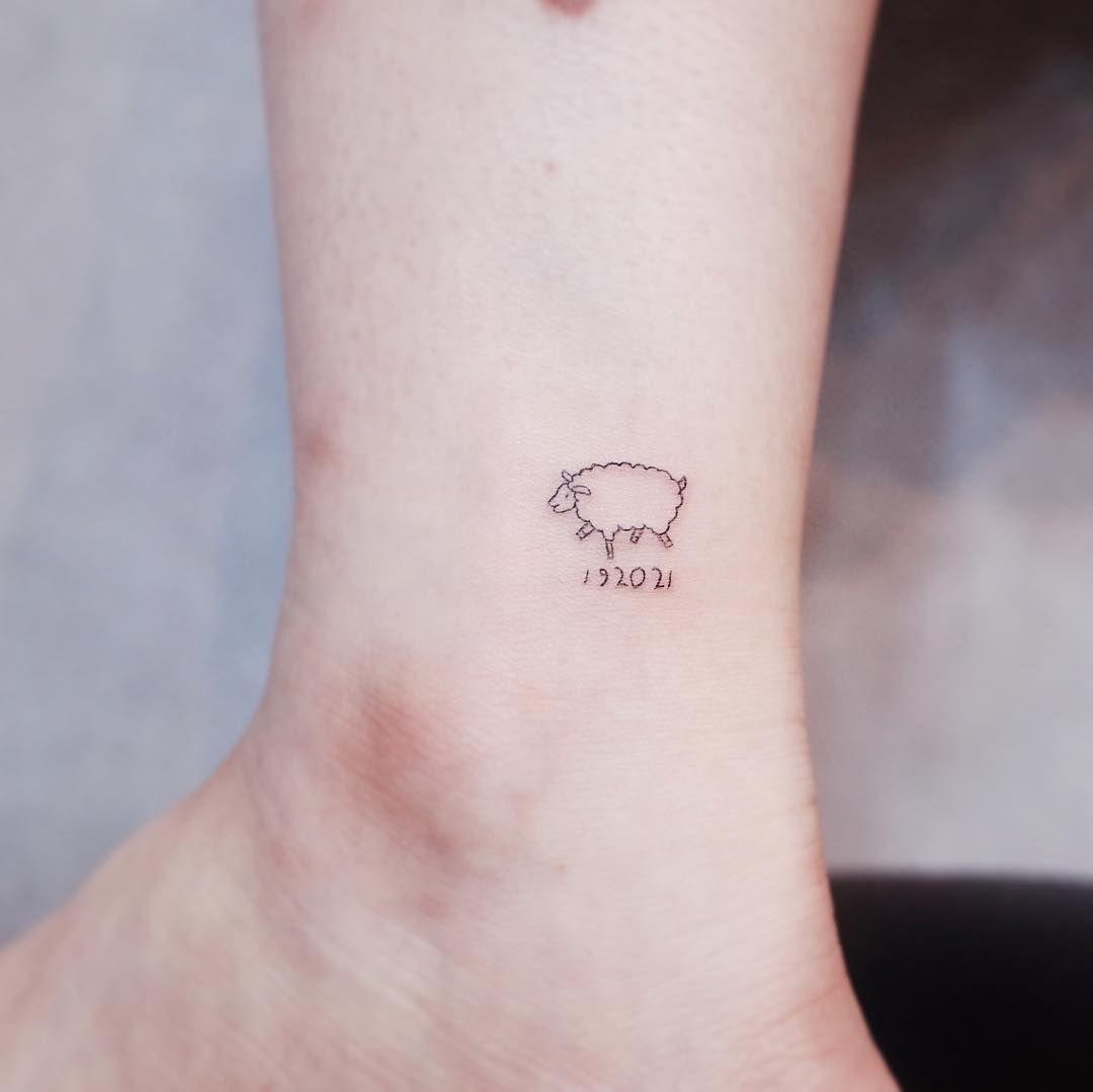 20 Diminutos y delicados tatuajes que será imposible que tu madre no apruebe