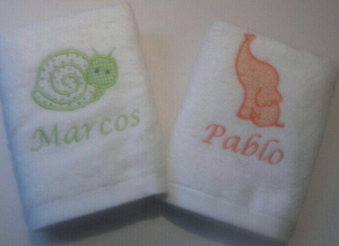 Estas toallas para Marcos y Pablo son entrañables para el baño de los peques#regaliscomunion#regalospersonalizados#babyshower