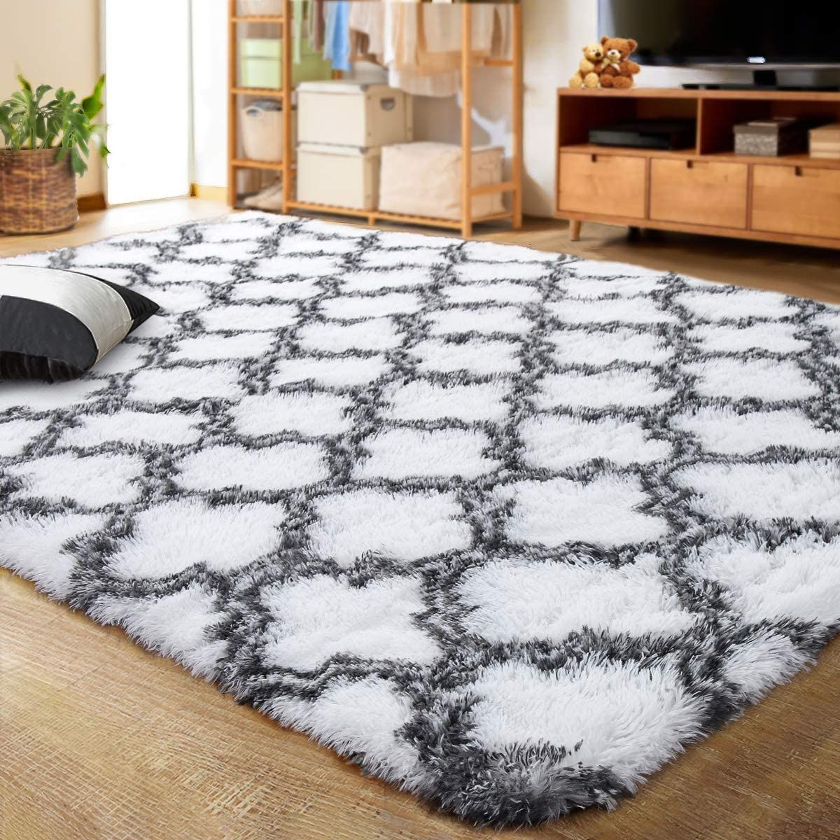 Fluffy, luxurious area rug. Cozy home decor. #whiterug #luxuryhomedecor #affordableluxury #cozydecor #arearugs #affiliate
