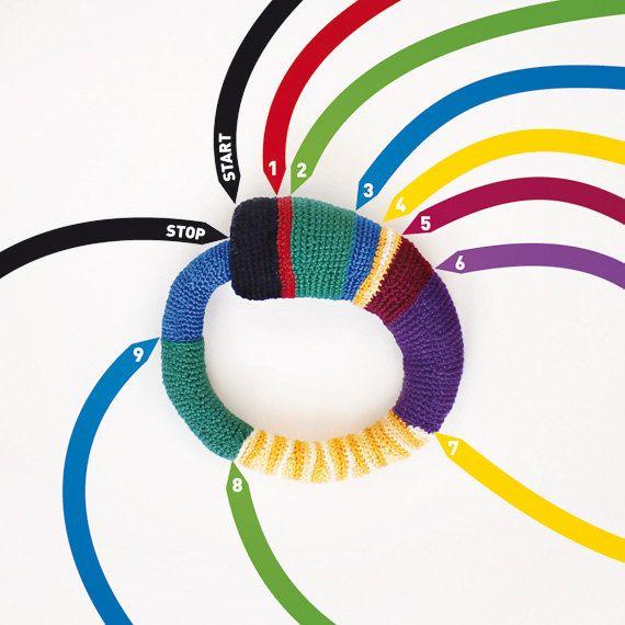 Crocheting it in the subways of Hamburg - crochet bangle - Lana Bragina