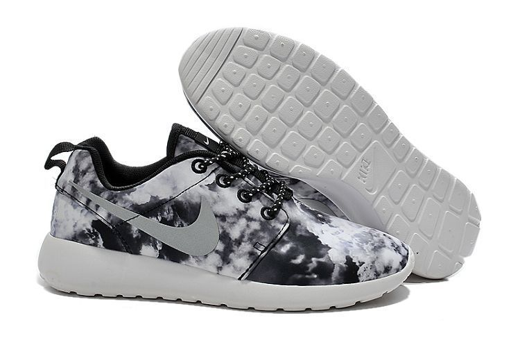 Nike Roshe Women's flowers clouds black silver Run Shoes