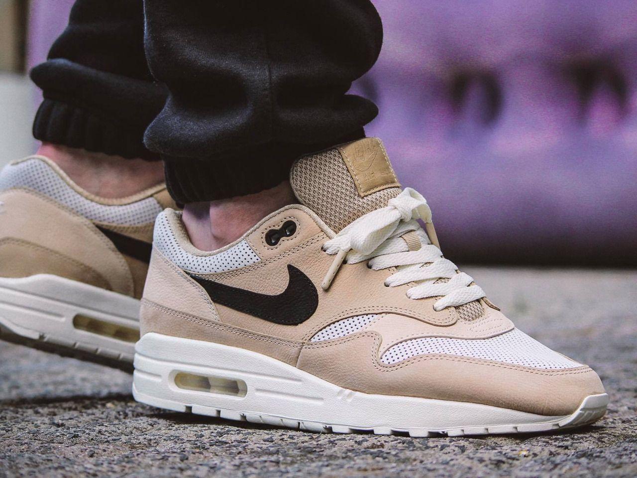 irregular solapa jefe  Nike wmns Air Max 1 Pinnacle - Mushroom/Black/Light Bone - 2017 (by  maikelboeve) Buy it: Overkill / End Clo… | Sneakers men fashion, Sneakers  fashion, Sneakers men