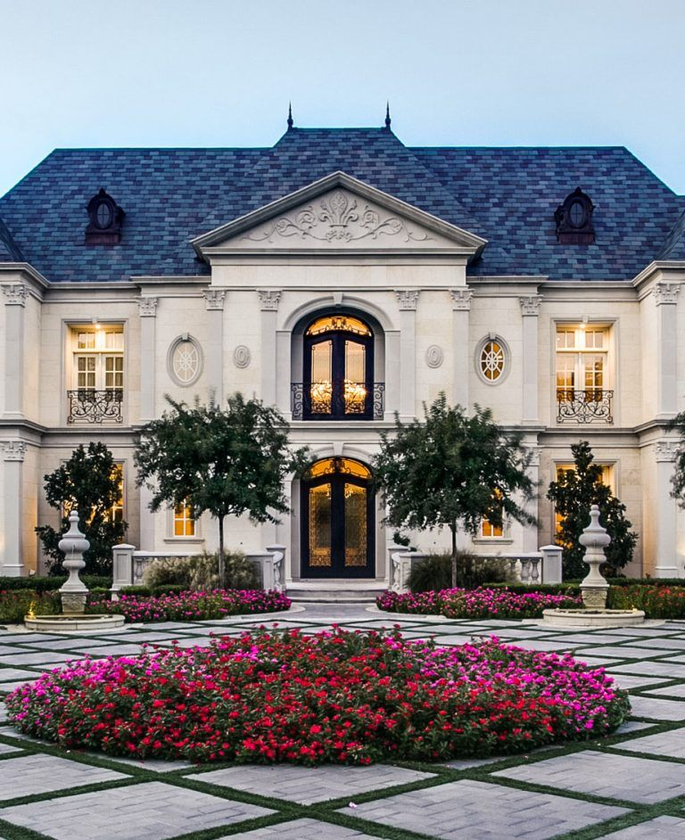 French Renaissance Chateau Style Mansion With Elegant Curb Appeal Idesignarch Interior Design Architecture Interior Decorating Emagazine French Chateau Homes Chateau Style Dream House Exterior