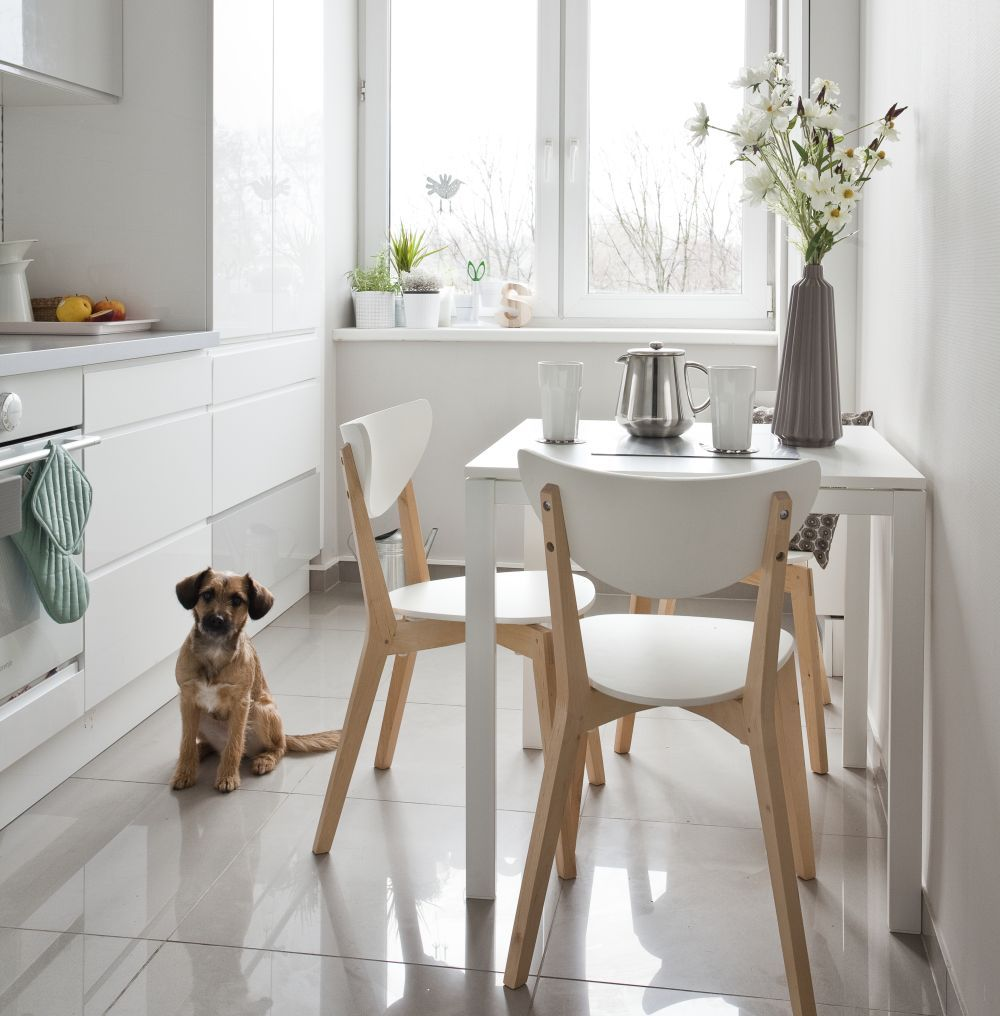 Jak Urzadzic Kacik Do Jedzenia W Malej Kuchni Pomysly Kitchen Design Small Kitchen Interior Small White Kitchens