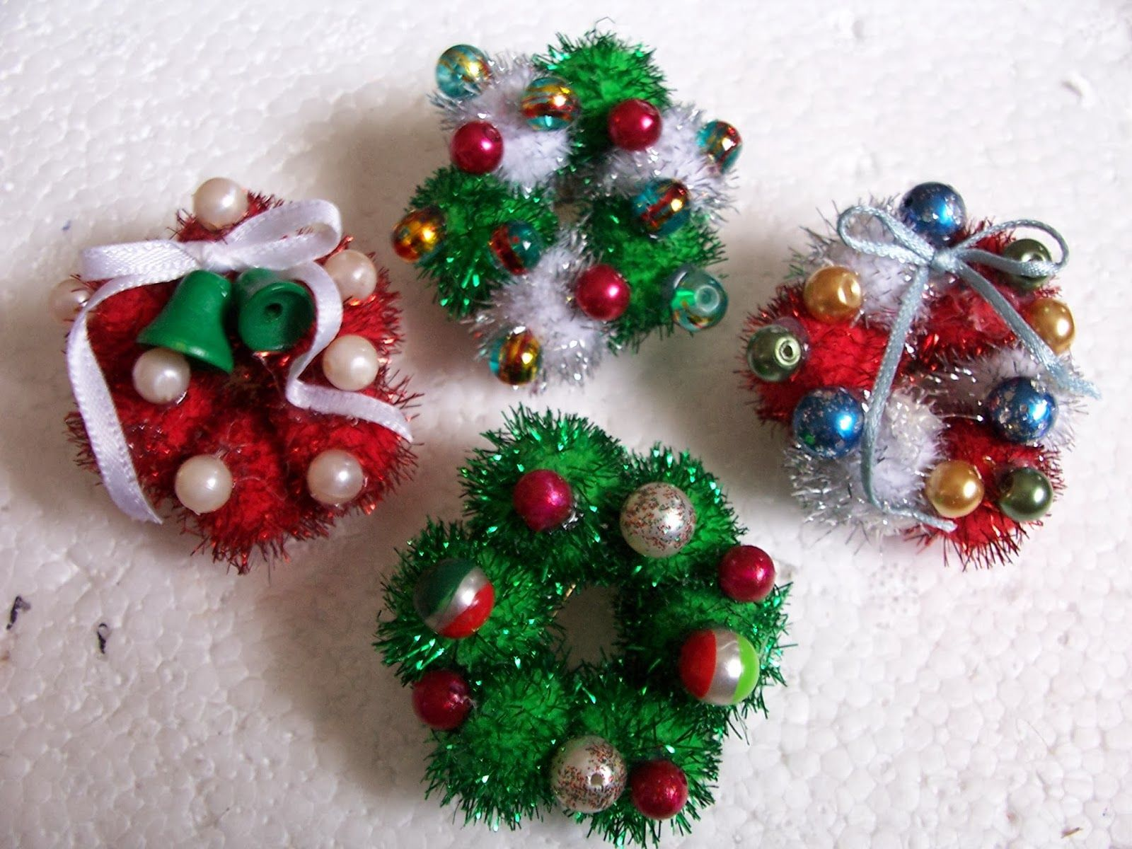 Hum Bug Crafts Lapel Pins for Christmas Tutorial | Hey, I Made That ...