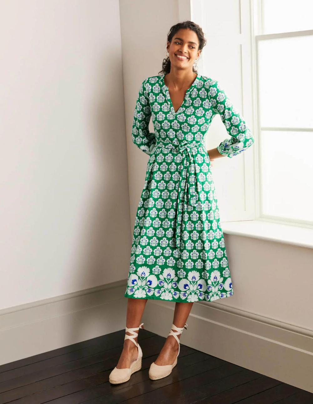 Delilah Jersey Midi Dress Sapling Carnation Stamp In 2021 Midi Dress Petite Midi Dress Green Midi Dress [ 1292 x 1000 Pixel ]