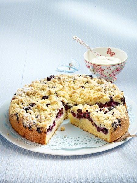 Heidelbeer-Buttermilchkuchen mit Marzipanstreuseln 16 Buttermilch-Kuchen: Saftige Süßigkeiten